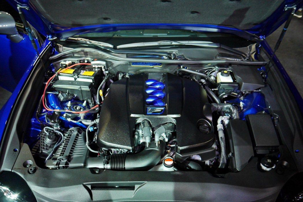GS F搭載一具5.0升V8自然進氣引擎,可創造477.3 PS強悍馬力,並提供...