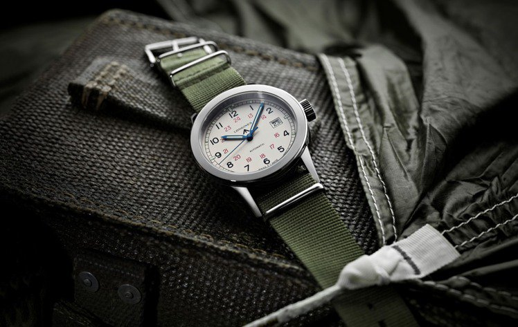 使用NATO尼龍表帶的設計是近年軍用表的主流。圖/Longines提供