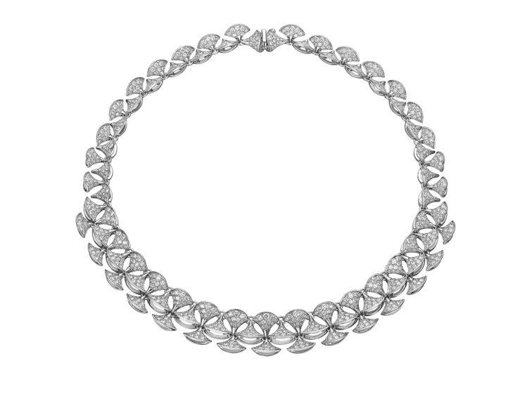 DIVA白K金項鍊搭配密鑲鑽石16 克拉,約348萬4,000元。圖╱寶格麗提供