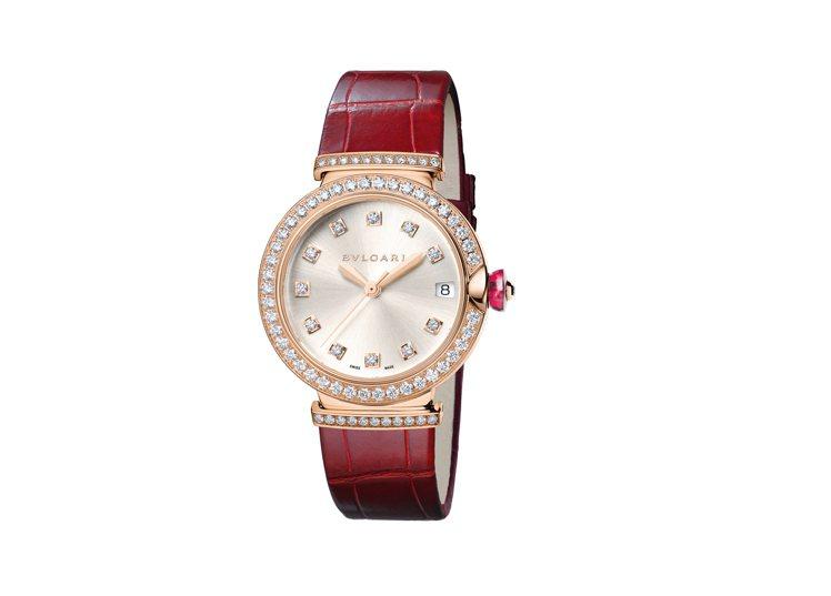 LVCEA紅色皮帶鑲鑽腕表,85萬2,000元。圖╱寶格麗提供