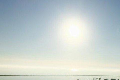 宋米秦在臉書上爆出遭排擠的事件後,引起了不小的波瀾,隨之而來的各種爆料紛紛冒出,事隔一個多星期後,17日宋米秦首度在臉書上貼文,分享一張陽光普照的照片,並寫道:「今天會出今天的太陽.....」而粉絲...