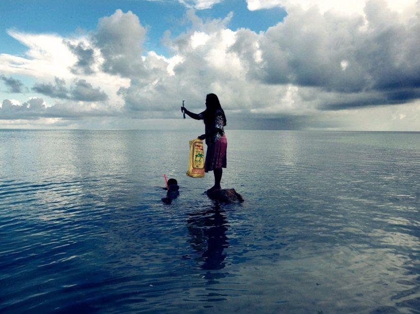 擔心家園消失在海平面以下只是一種末日想像,在那之前的現實環境就已經恐怖到讓人想逃...