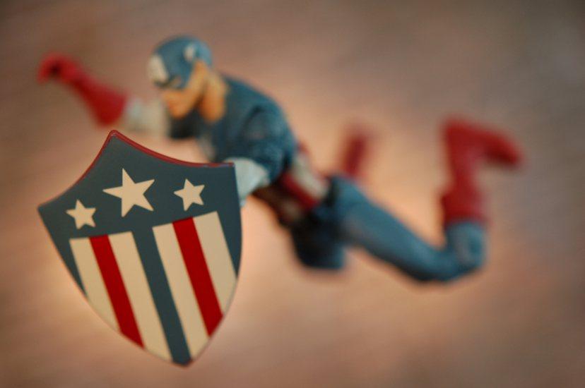 80年代後亟欲擺脫過去那段抗爭不斷的記憶,美國電影產業也改走復古風,重拾英雄主義...