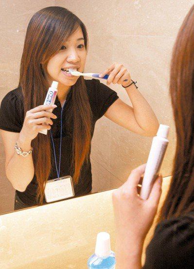 智齒因為不易清潔,容易造成其他併發症。 報系資料照片