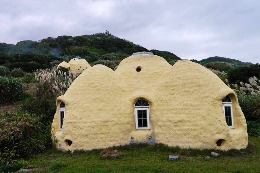 跳石海岸旁的度咕屋,曾獲得過台灣綠建築首獎。 記者陳威任/攝影