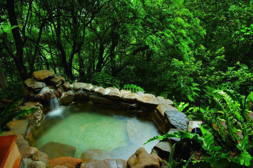 河谷風呂套房戶外湯。 圖/陽明山出霧溫泉提供