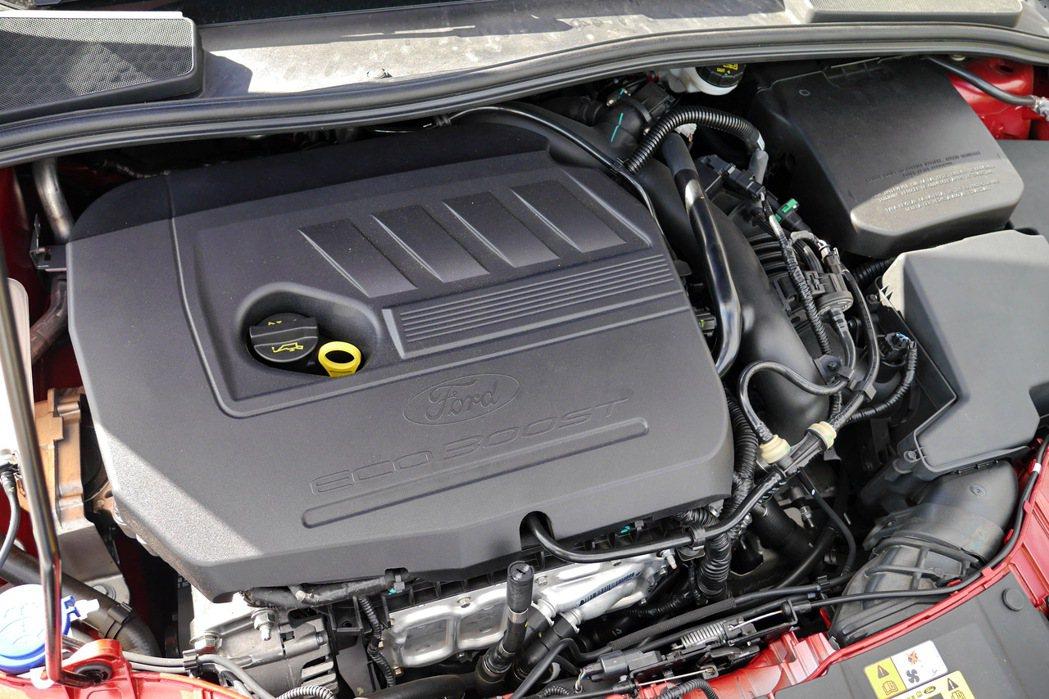 1.5升EcoBoost渦輪引擎來擁有180匹最大馬力與24.5公斤米的峰值扭力...