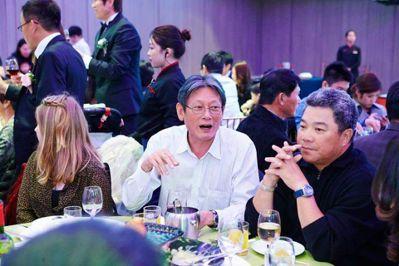 郭泰源(左)和吳復連相識多年,除了分享棒球經,也喜歡相約享受美食。 圖/本報資料...