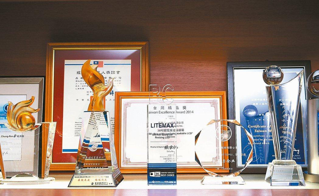 晶達光電獲得許多獎項肯定。 記者林澔一/攝影