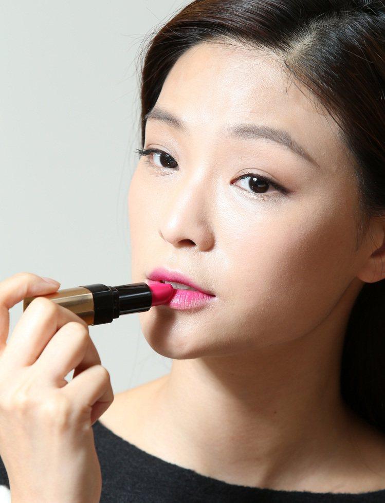 韓劇女主角金泰希的彩妝示範,步驟五。記者林澔一/攝影