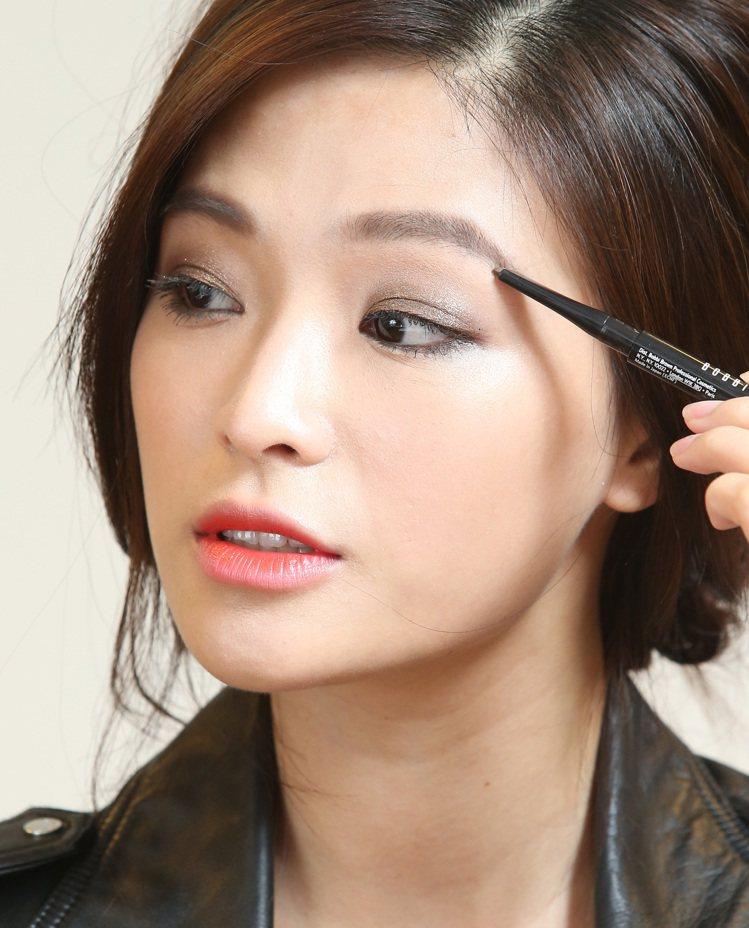 韓劇女主角高濬熙仿妝,步驟二。記者林澔一/攝影