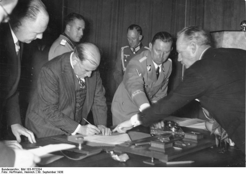 在《慕尼黑協定》上簽字的法國總裡達拉第(圖中)。 圖/維基共享