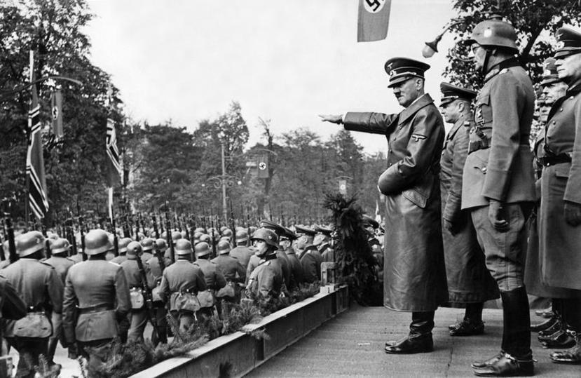 1939年10月5日,迅速佔領波蘭的德軍,在華沙接受元首希特勒的校閱。 圖/美聯...