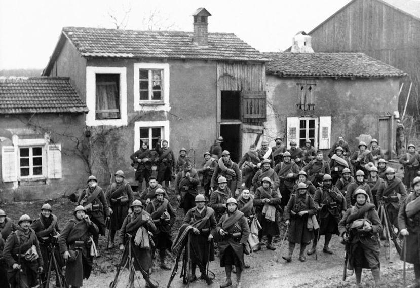 1939年12月集結在法國東線的英法聯軍部隊,此時他們還不知到潰敗的命運就在眼前...