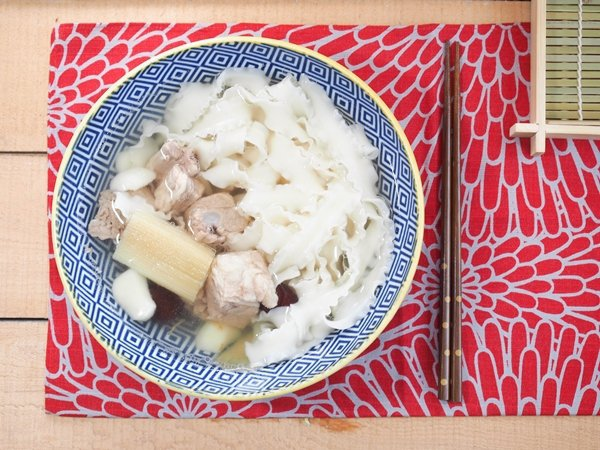一份煲湯搭配一份麵條,就是滿足又美味的一餐了。