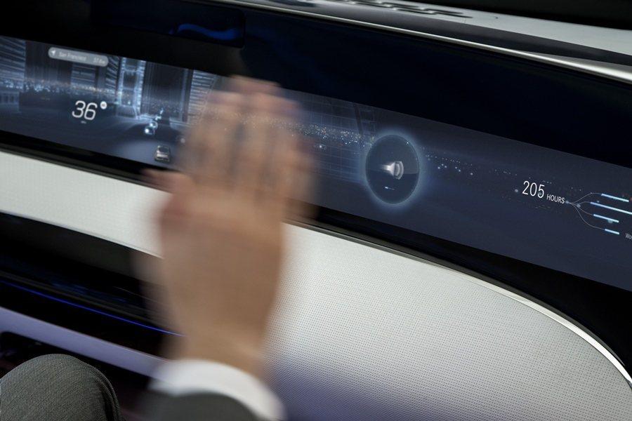 姿勢辨識系統讓開車變得更輕鬆,本次車展將可在賓士BMW和福斯的展區看到這項神奇的...