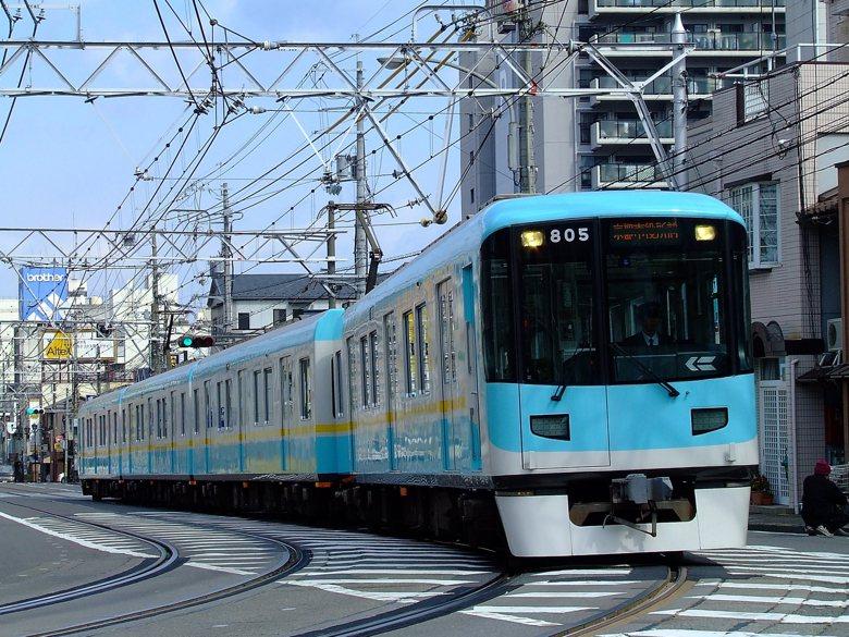 日本民營軌道運輸蓬勃發展,多角化經營周邊事業五花八門。 (圖為日本京阪電車。) 圖/維基共享