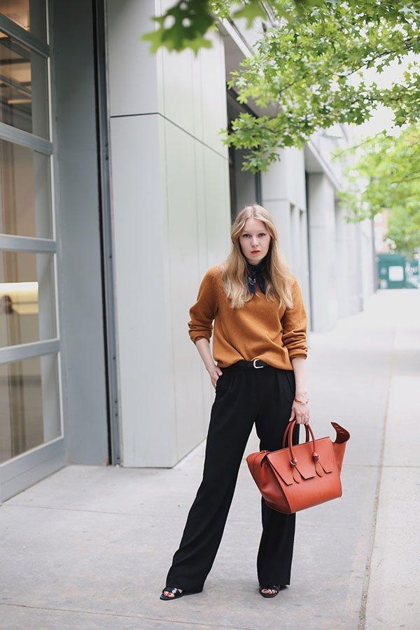 毛衣與闊腿褲搭輕鬆配出帥性的風格。圖文:悅己網