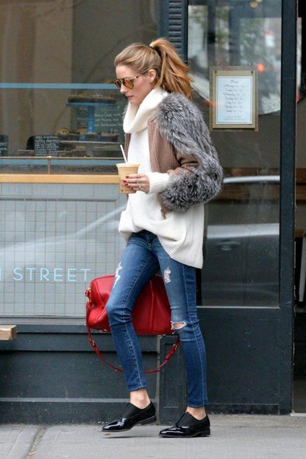高領毛衣外加上小外套,平衡了毛衣的臃腫感,搭配休閒的牛仔褲,是最經典的紐約街頭風...