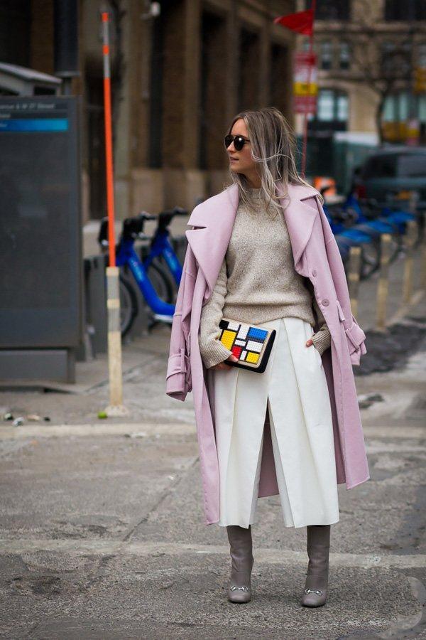 高領毛衣與羊絨大衣的組合是保暖系數最高的一組。圖文:悅己網