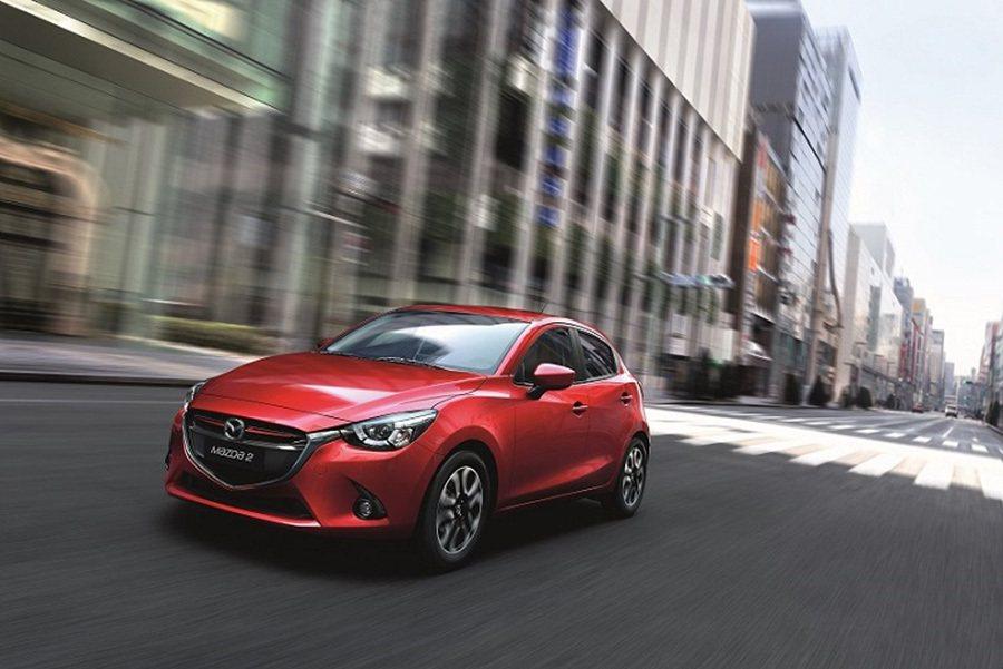 Mazda2豪華版規格配備也同步升級,新增6 SRS輔助氣囊及後輪碟煞。 Maz...