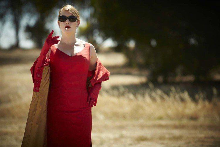凱特溫絲蕾在《惡女訂製服》中造型多變,「愛美又驕傲的嘴臉」創造出不少笑點。※ 提...