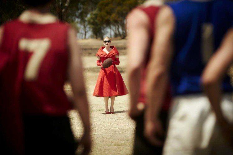 凱特溫絲蕾在《惡女訂製服》中造型多變,「愛美又驕傲的嘴臉」創造出不少笑點。圖/威...