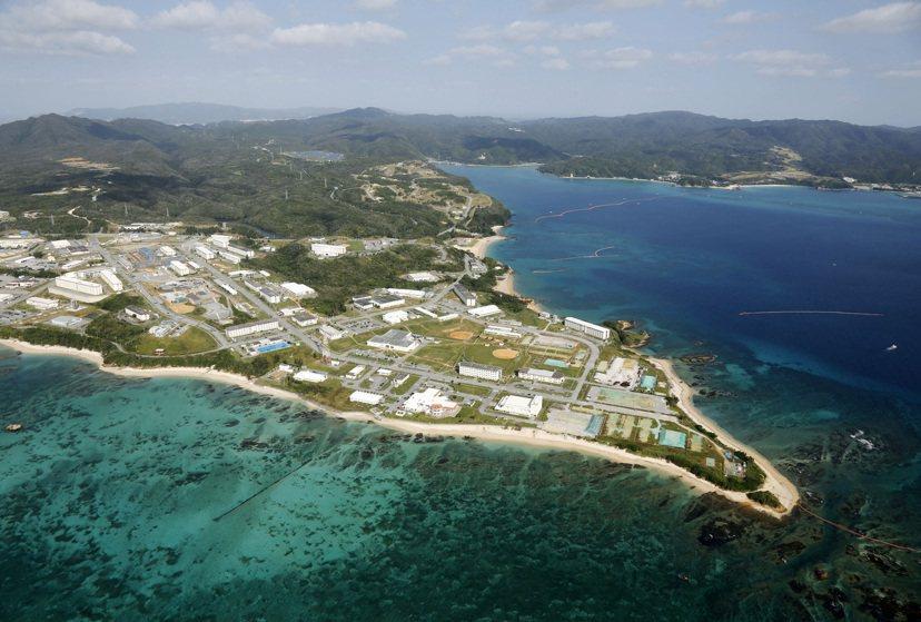 邊野古的鳥瞰照片。對於是否該進行填海造陸的工程以便美軍基地轉移據點,日本政府與沖...