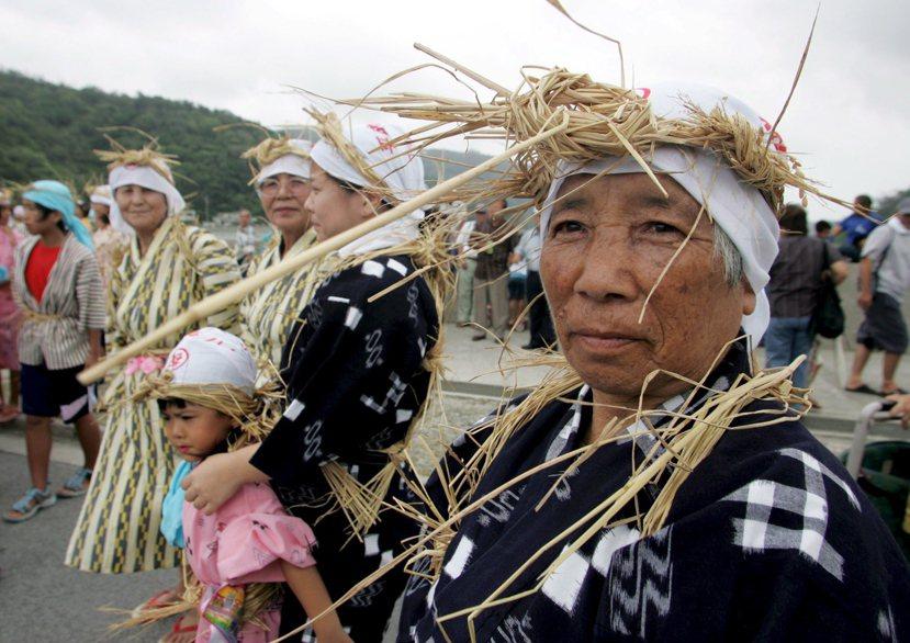 沖繩縣第三任知事西銘順治就曾說過:「想做日本人也做不成,這是沖繩人的真心話」。圖...