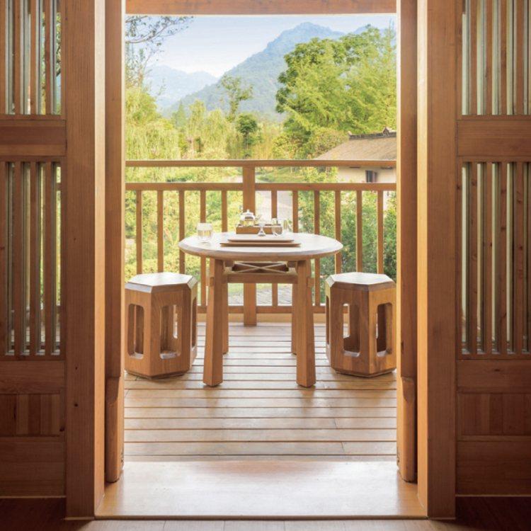 每間套房都有私人陽台或是庭院走 廊。 圖/珠寶之星