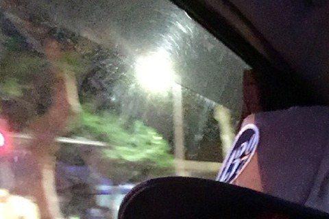 藝人林志穎因「爸爸去哪兒」再度翻紅,41歲的他依舊維持凍齡外形,出道23年根本沒變,被網友封為「最強童顏」,日前他在微博PO文,表示自己半夜幫忙買宵夜,搭計程車時,竟被司機誤認成好友「林俊傑」。林志...