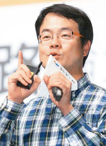 「願景工程-為青年尋路論壇」昨天在中壢藝術館舉行,創業家兄弟創辦人郭書齊(右)。...