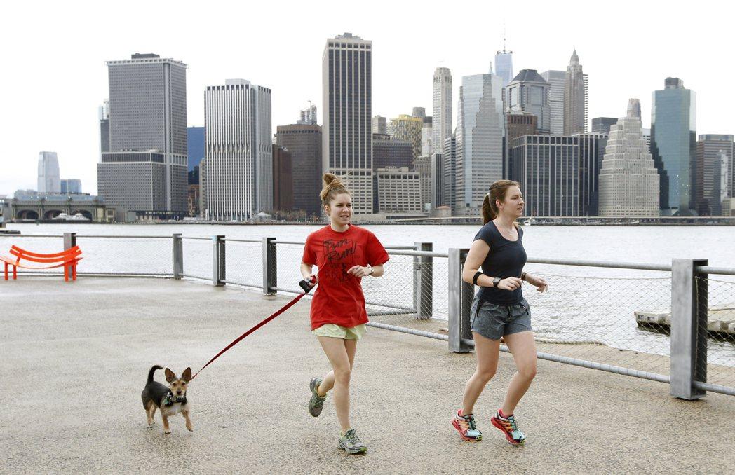 根據研究, 慢跑的女性比不慢跑的女性多活5年7個月。(美聯社)