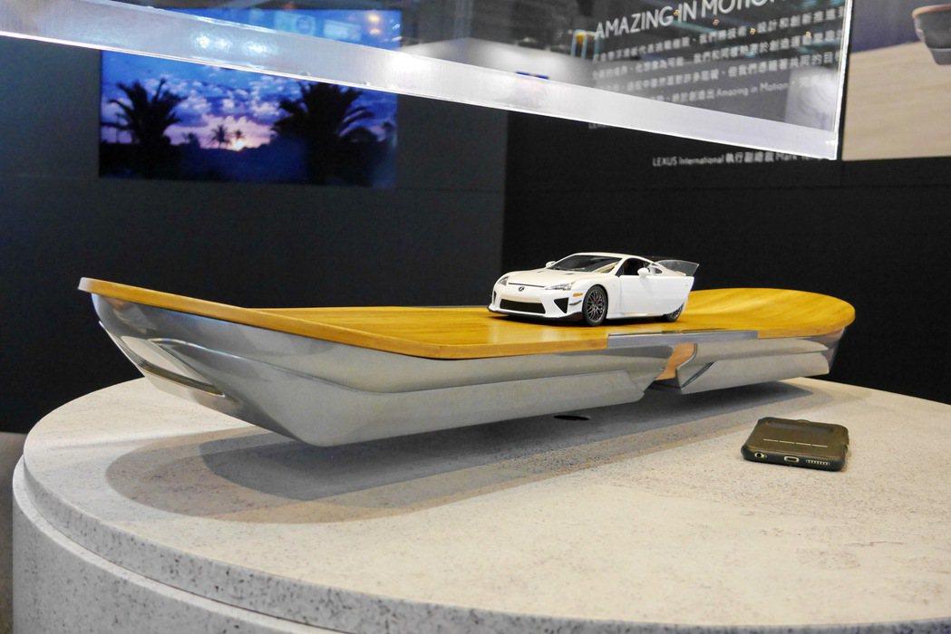 LEXUS也特別在品牌展示區中展出懸浮滑板Hoverboard,讓消費者感受未來科技的神奇。 記者陳威任/攝影