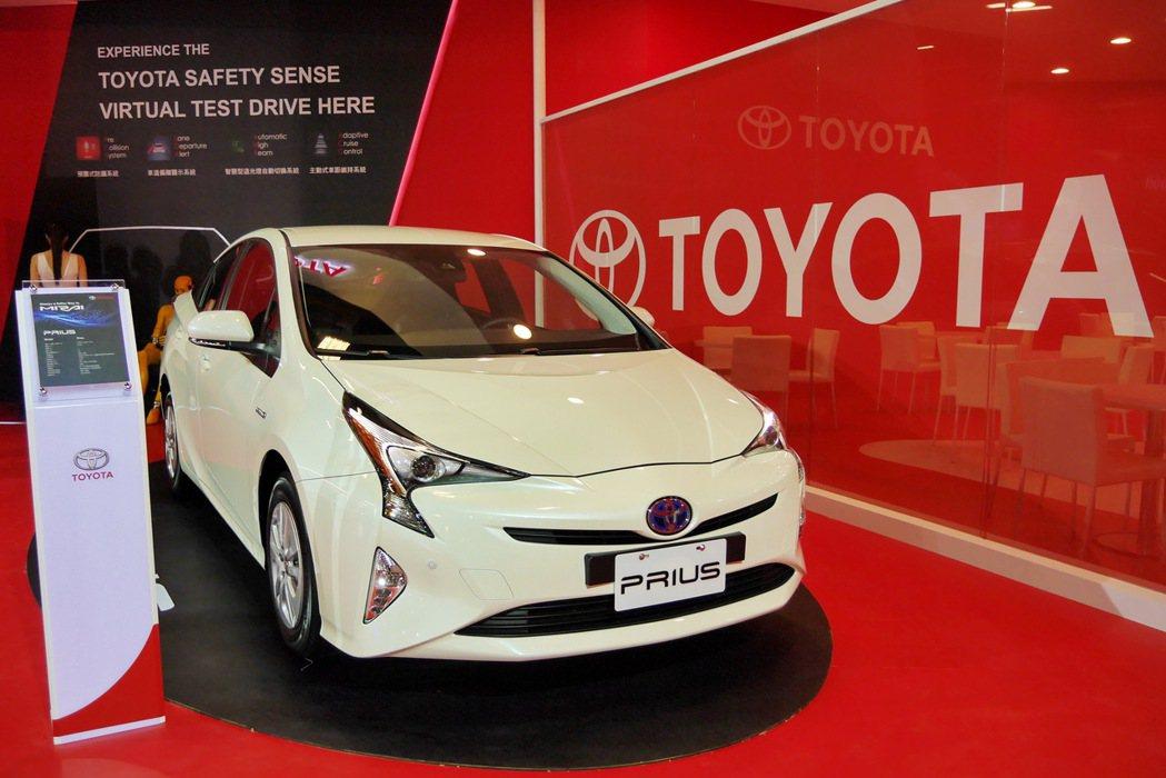 本次車展搶先曝光明年第一季將上市的第四代大改款Prius油電車。 記者陳威任/攝影