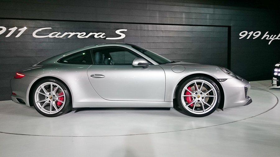 全新911 Carerra S時速0到100公里4.2 秒可完成,極速308公里...