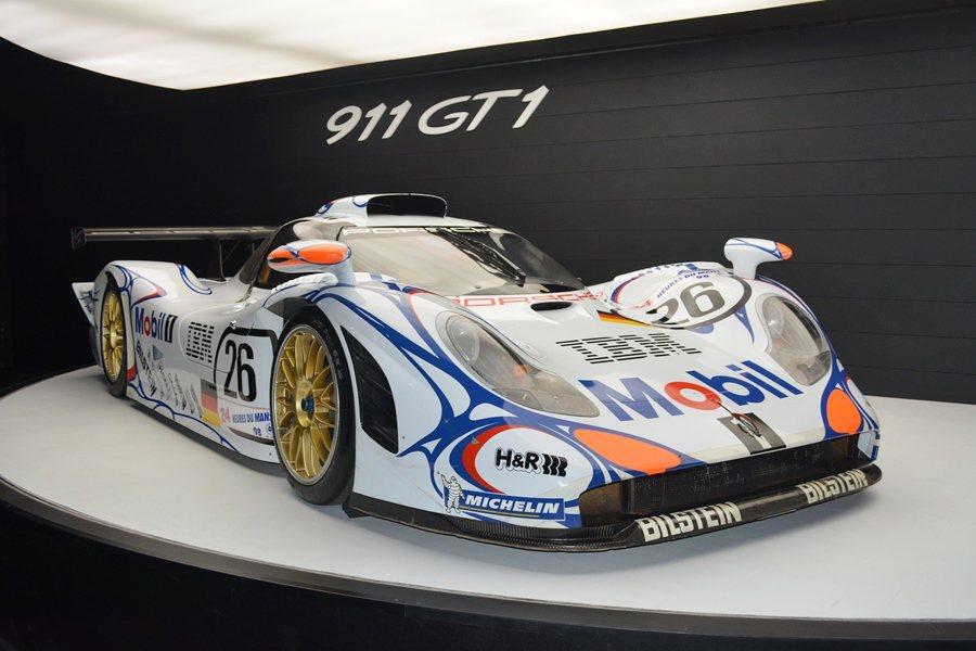 此次來台的還有保時捷博物館空運來台1988年拿下利曼同場冠亞軍的傳奇賽車911 ...