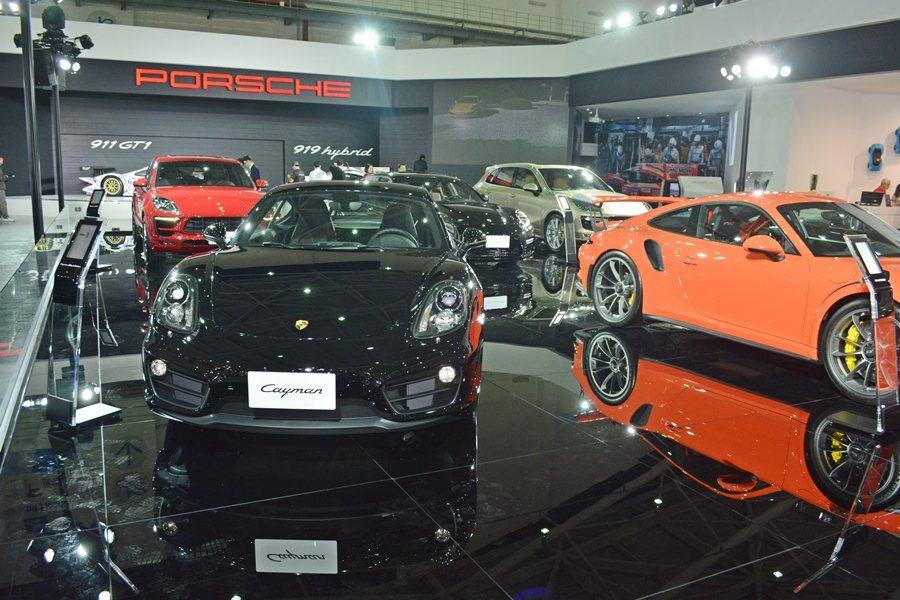 保時捷展出12台跑車,包括台灣首發的Cayman Black Edition (...