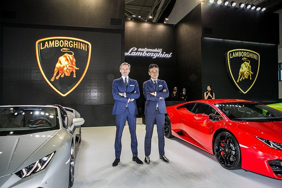 左: Lamborghini 亞太區銷售經理Sebastien Henry;右:...