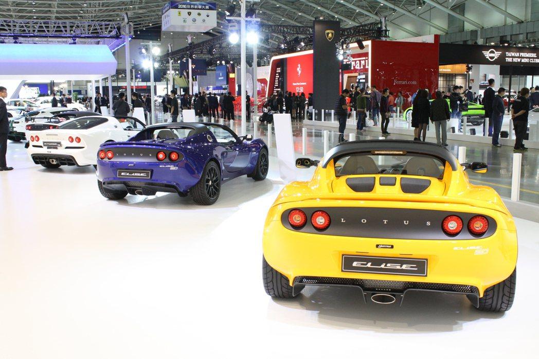 Lotus Elise S 20周年紀念版提供四種最經典車色選擇,分別為藍、綠、...