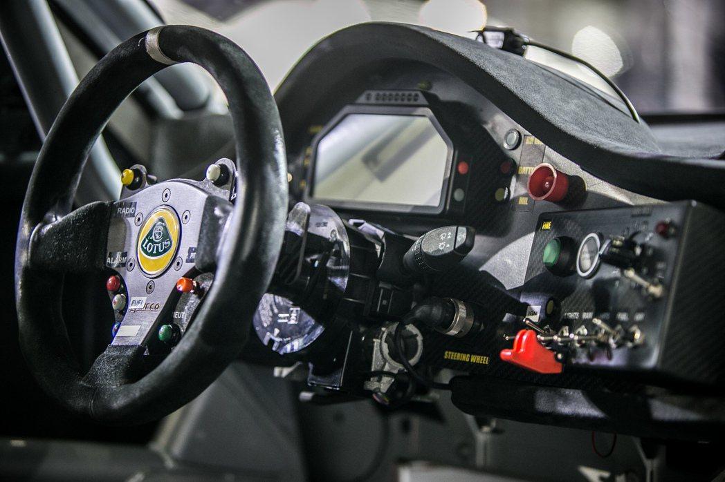 Evora GTC搭載4.0升DOHC V6 VVT-I 20GR-FE引擎,最...