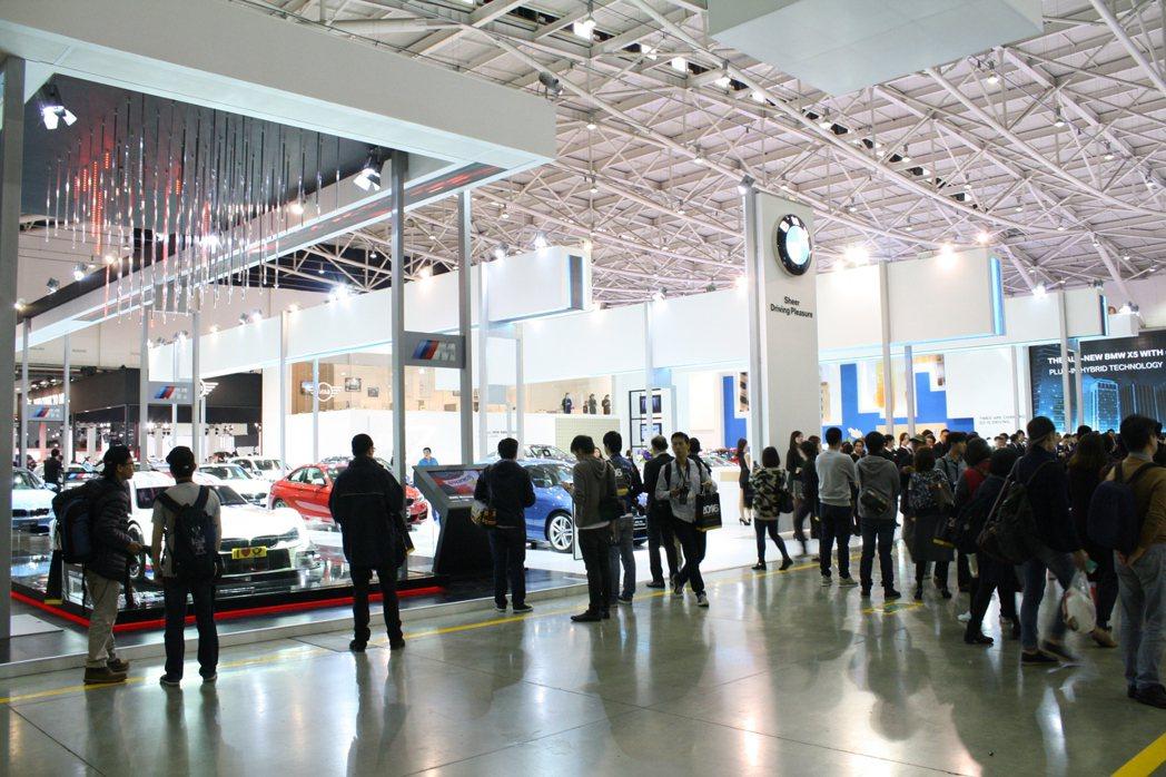「BMW創新科技 觸見未來」為本屆「2016世界新車大展」主題。 記者林翊民/攝...