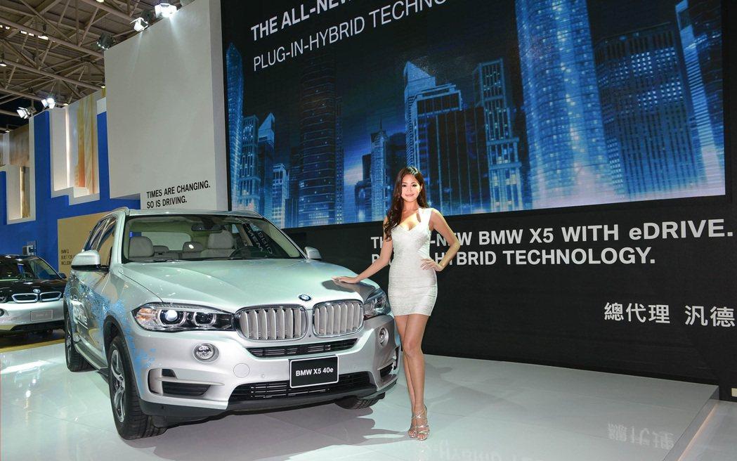 全新BMW X5 xDrive40e領先開創全新型態的「駕馭樂趣」。 記者林翊民...
