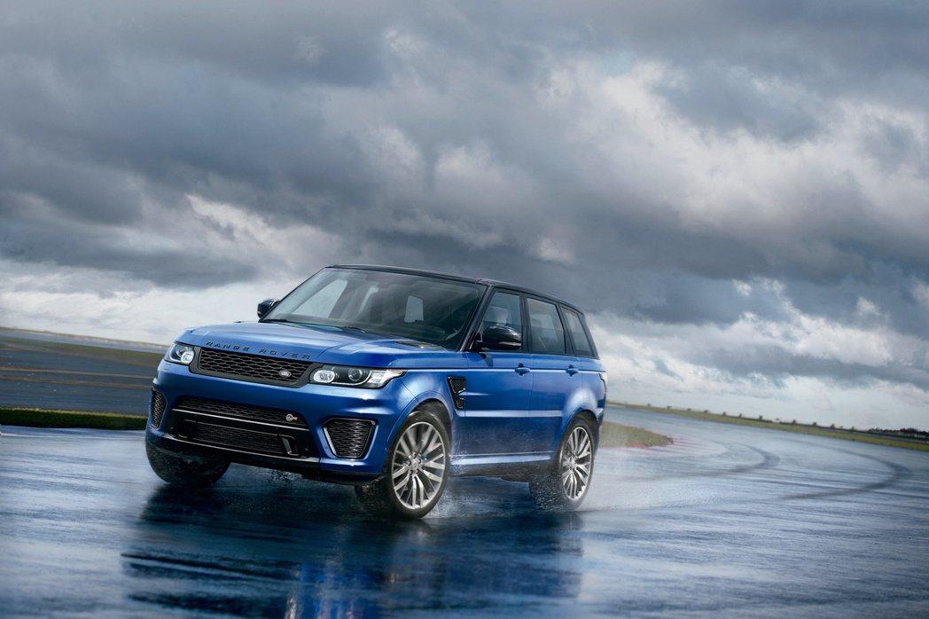 Range Rover Sport SVR擁有打造單體式輕量化全鋁合金車體,車身...