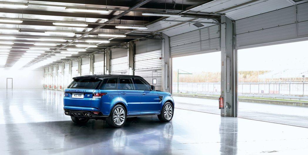 Range Rover Sport SVR前後座皆使用英國原廠Oxford Le...