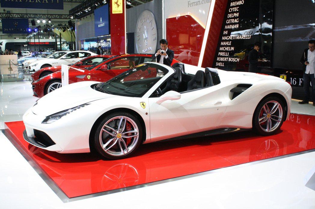 Ferrari旗下最新中置V8敞篷跑車法拉利488 Spider於2016臺北車...