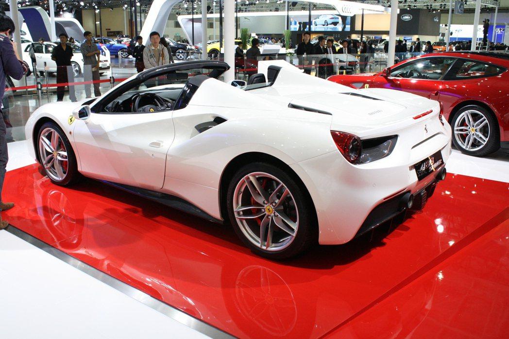 488 Spider搭載全新3902cc V8渦輪增壓引擎。 記者林翊民/攝影