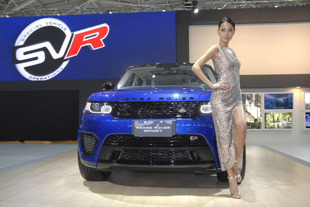 Land Rover搭配的是伊林名模王麗雅,擁有著健美的外型與健康的膚色,充滿熱...