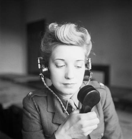 少了無線電傳輸訊息與協助戰事協調,法軍再強的軍隊仍「宛如沒有潛望鏡的潛艇」。圖/...