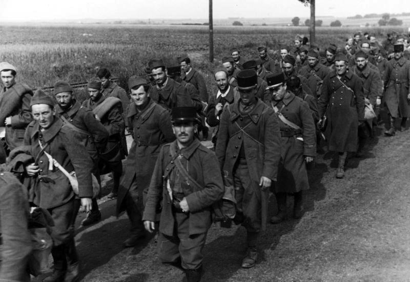 遭到德軍俘虜的法軍。圖/(CC BY-SA 3.0 de)